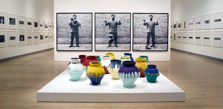 Ai Weiwei, Dropping a Han Dynasty Urn, 1995 (Click image to enlarge)