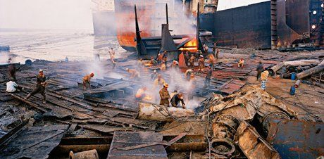 Edward Burtynsky, Shipbreaking #11, 2000 (Click image to enlarge)