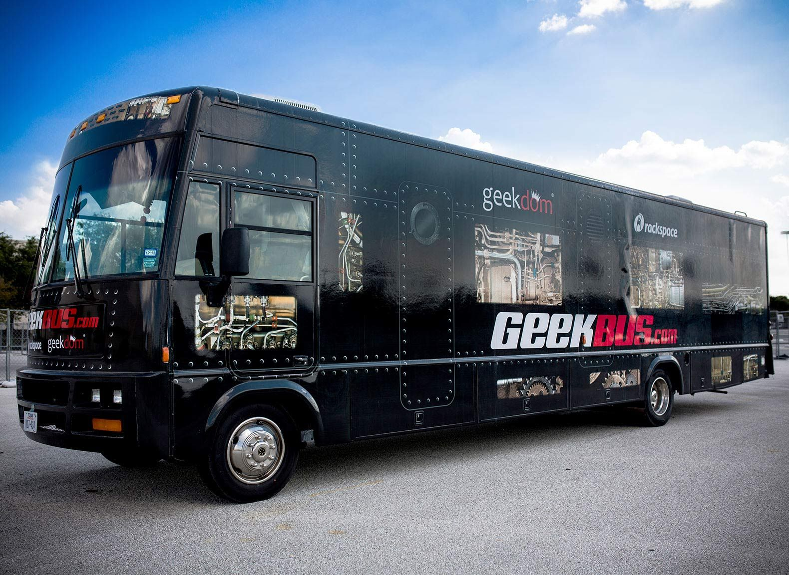 The Geekbus is a mobile science, technology, engineering, and math (STEM) lab in San Antonio, Texas, that gives underserved K–12 students the opportunity to learn about robotics, renewable energy, and more.