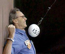 Experiment in Terror:  MIT physics professor Walter Lewin brings physics alive -- at his own peril.