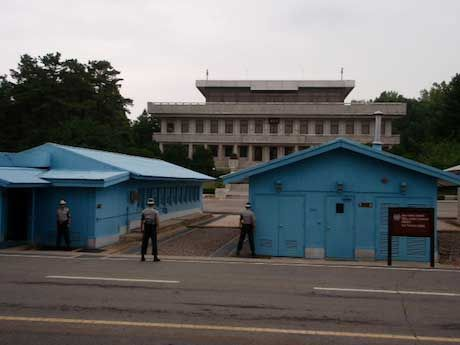 South Korean military personnel guard the DMZ in Korea. Credit: Suzanne Acord