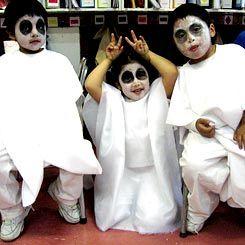 Kids in costume for El Festival de la Voz.