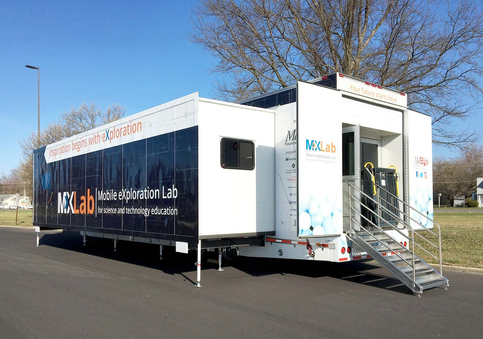 MdBioLab's sibling, the MXLab is a 53-foot, double-expandable trailer that opens up to a 1,000-square-foot lab with curricula in biology, chemistry, environmental science, and data-set modeling.
