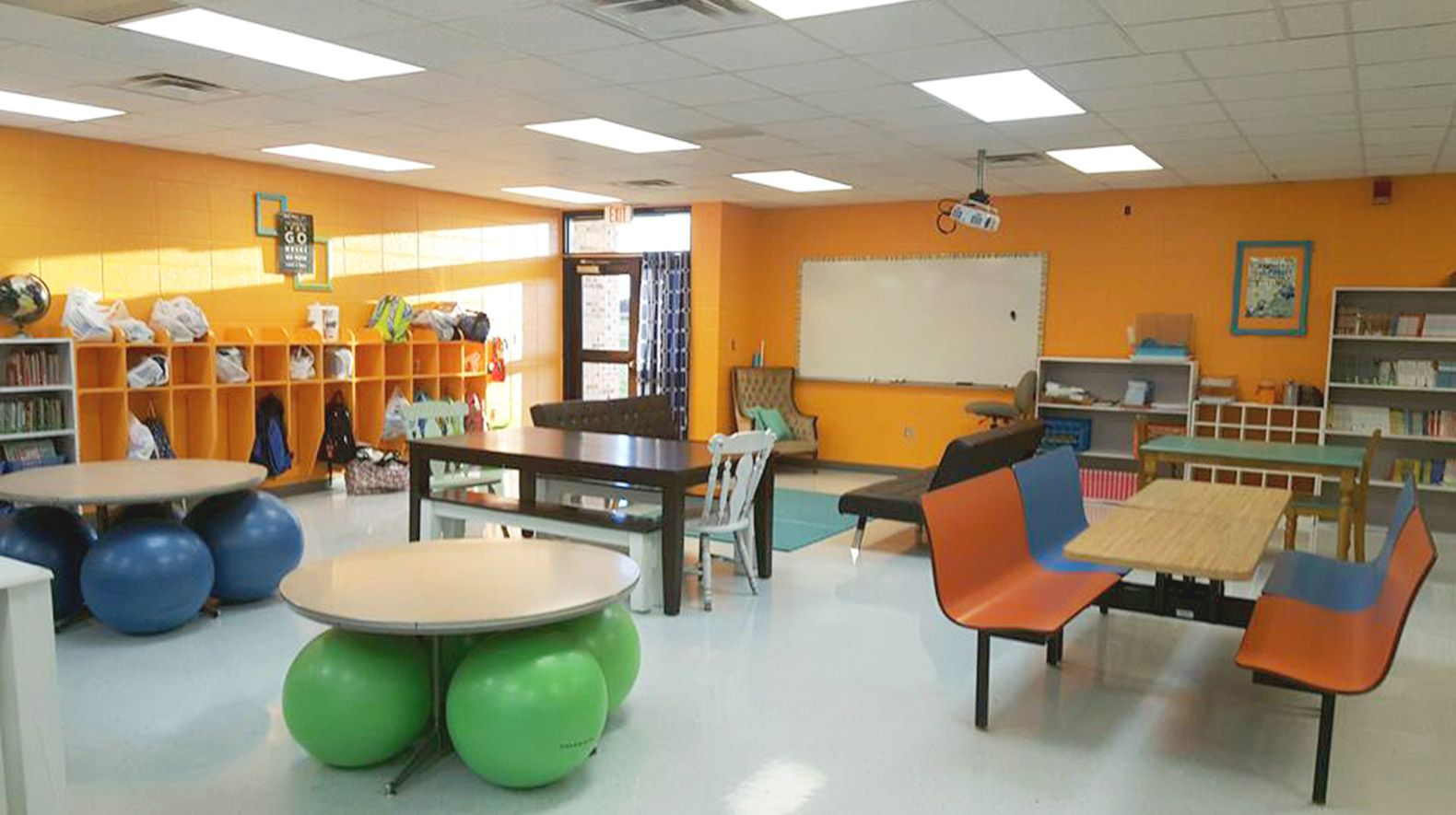 Sutherland, Curts, and Maziarka incorporated a range of tables and seating options to make their classroom comfortable. The huge space—originally three and a half separate classrooms—has a number of distinct zones for 60-plus students.