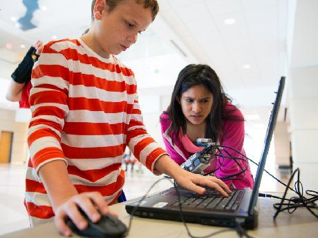 photo of students in a maker space